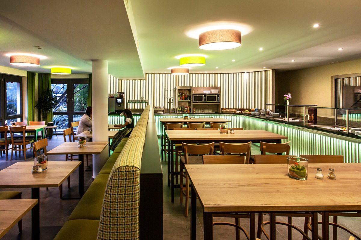 Elztalhotel_Steimel_Moebel_Restaurant_Bar_Empfang_3