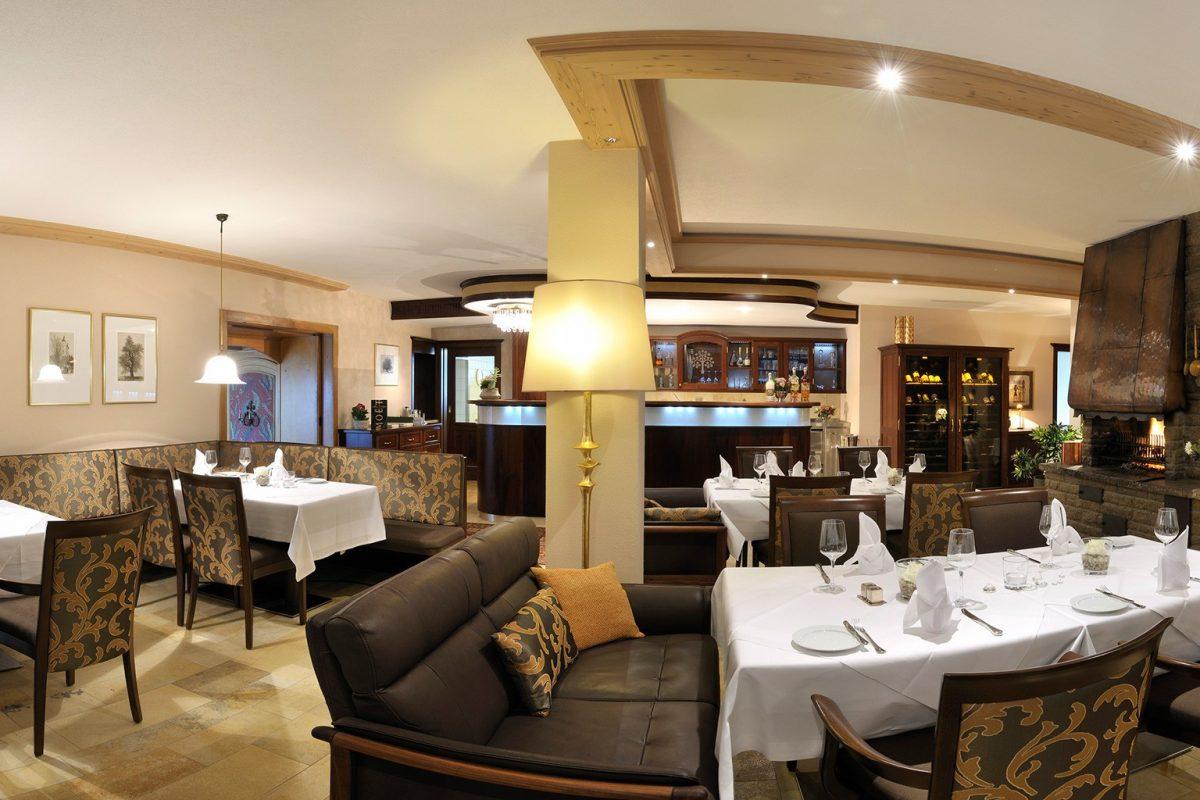 HoheLinde_Steimel_Moebel_Restaurant_Bar_Empfang_1